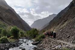 Trekking to the village Jizew