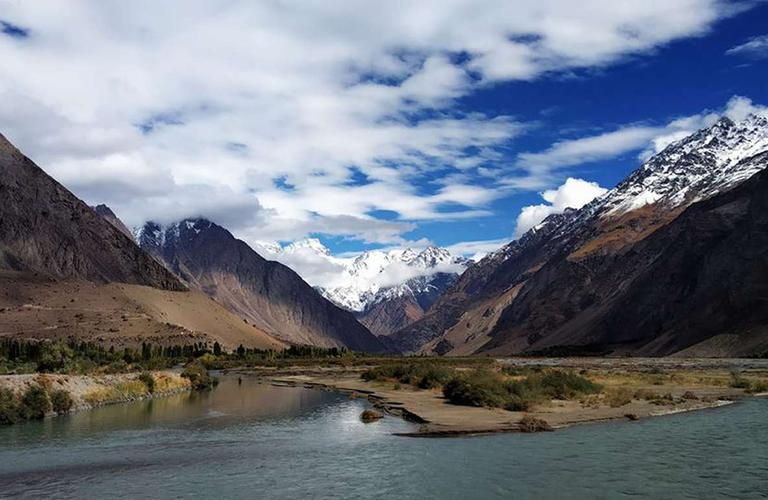 Wakhan valley jeep tour and Bartang trekking